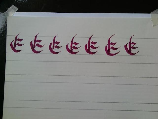 e mayúscula en caligrafía Bâtarde